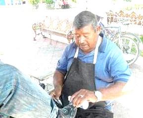 Lustrando Zapatos