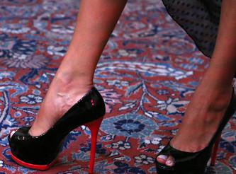 zapatos_crane_karen_beckmann_tacon_negro_suela_roja
